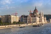 Ponte delle catene e il parlamento ungherese, budapest, ungheria — Foto Stock