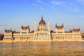 Chain Bridge and Hungarian Parliament, Budapest, Hungary — Stock Photo