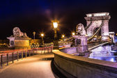Night view of the famous Chain Bridge in Budapest, Hungary. — Stock Photo