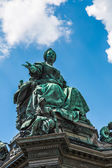 Monument of the famous monarch Maria Theresia of Habsburg(Vienna — Stock Photo
