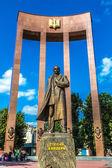 Monument of national Ukrainian hero S. Bandera and great trident — Zdjęcie stockowe