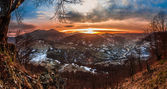Colorful winter sunrise in the Carpathian mountains — Stock Photo