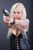 Vacker sexig tjej med vapen — Stockfoto