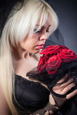 Portrait of a woman in black with flowers — ストック写真