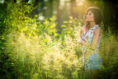 Portrait of beautiful woman in a park — Stock Photo