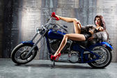 Young sexy woman sitting on motorcycle. — ストック写真