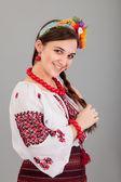Mulher atraente usa vestido nacional ucraniano — Foto Stock