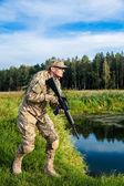 Voják s puškou — Stock fotografie