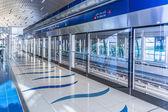 метро дубая, терминал в дубае, объединенные арабские эмираты. — Стоковое фото