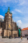 The west facade of St. Vitus Cathedral in Prague (Czech Republic) — Foto de Stock
