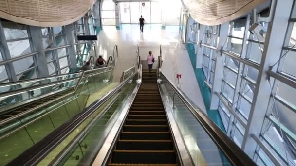 Metro de Dubai como más larga del mundo totalmente automatizada red de metro — Vídeo de stock