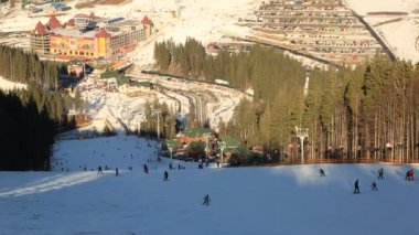 Skiers and snowboarders on ski resort — Stock Video