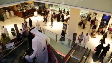 Shoppers at Dubai Mall — Stock Video