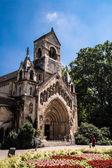 Starý kostel v budapešti parku — Stock fotografie