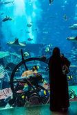 Huge aquarium in a hotel Atlantis in Dubai on the Palm islands — Stock Photo