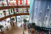 Waterfall in Dubai Mall - world's largest shopping mall — Stock Photo