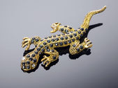 Golden lizard (brooch) — Stock Photo