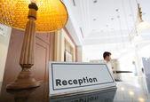 η reception του ξενοδοχείου — Φωτογραφία Αρχείου