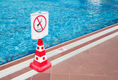 No diving prohibition sign — 图库照片