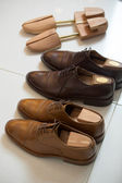 Brown men's shoes and shoe stratchers — Foto de Stock