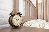 Bronz vintage çalar saat — Stok fotoğraf