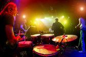 Musiker spielen auf der bühne — Stockfoto