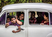 Happy family travels the country, Kerala February 17, 2013 in In — Stock Photo