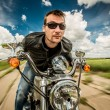 Foto Stock: Biker racing on the road