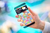 Smartphone s průhlednou obrazovkou v lidských rukou. — ストック写真