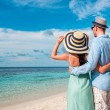 Vacation Couple walking on tropical beach Maldives. — Foto de Stock