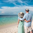 Vacation Couple walking on tropical beach Maldives. — Стоковое фото