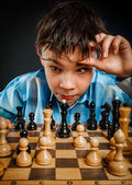 Nerd play chess — Stock Photo