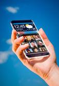 Smartphone en mano. — Foto de Stock