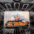 Chef cooking in the oven. — 图库照片