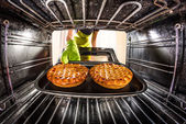 Cooking in the oven at home. — Foto de Stock
