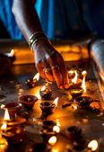 Hořící svíčky v indickém chrámu. — Stock fotografie