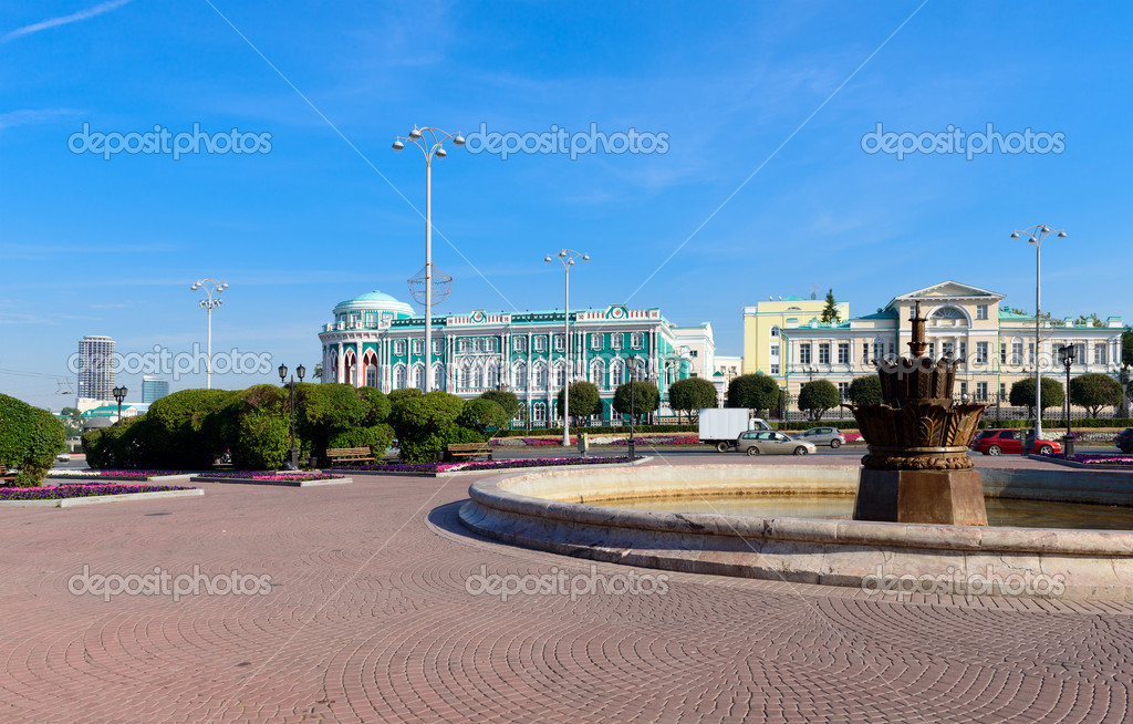 Square of work, Ekaterinburg, the historic buildings house Sevastyanova — Stock Photo #12127113