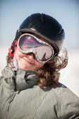 Young Woman Snowboarder Smiling on Snowy Mountain — Stok fotoğraf