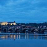 Night view of Prague - river Vltava, Gradchany, St. Vitus's cathedral — Stock Photo