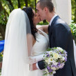 Newly-married couple kiss after ceremony of wedding - 图库照片