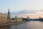 Russia, Moscow, day view of the Moskva River, Bridge and the Kremlin — Stok fotoğraf