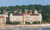 BUDAPEST, HUNGARY - JUNE 8:View of swimming baths Gelert from Danube Embankment , on June 8, 2012 in Budapest, Hungary — Stock Photo