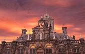 在代尔夫特,荷兰,对上一次日落天空中世纪大会堂 — 图库照片