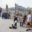 PRAGUE, CZECH REPUBLIC-IYUN 11,2012. Musicians on Charles Bridge in Prague, the Czech Republic, June 11, 2012.Its construction started in 1357 under King Charles IV. — Stock Photo