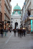VIENNA, AUSTRIA - JUNE 9,2012. Tourists on the evening street in the center of Vienna, Austria, June 9, 2012. In 2011 Vienna took 1 place in the world on a standard of living. — Stock Photo