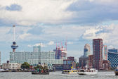 Rotterdam, países baixos - 28 de setembro. vista dos navios no porto de rotterdam, nideranda, 28 de setembro de 2012. o porto de roterdão é o maior em europa. rotatividade de mercadorias do porto em 2010 fez 430 m — Foto Stock