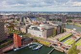 Rotterdam, holandia - 28 września. widok statków w porcie rotterdamu, nideranda, 28 września 2012 roku. port w rotterdamie jest największym w europie. portu towarów obrót w 2010 roku wykonane 430 m — Zdjęcie stockowe