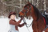 Kadın arap racer kahverengi sürme alışkanlığı tutar — Stok fotoğraf