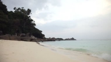Rising tide on a sand beach, Similian Islands, Thailand — Stock Video