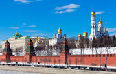 Beautiful view of the Moscow Kremlin in sunny spring day — Zdjęcie stockowe